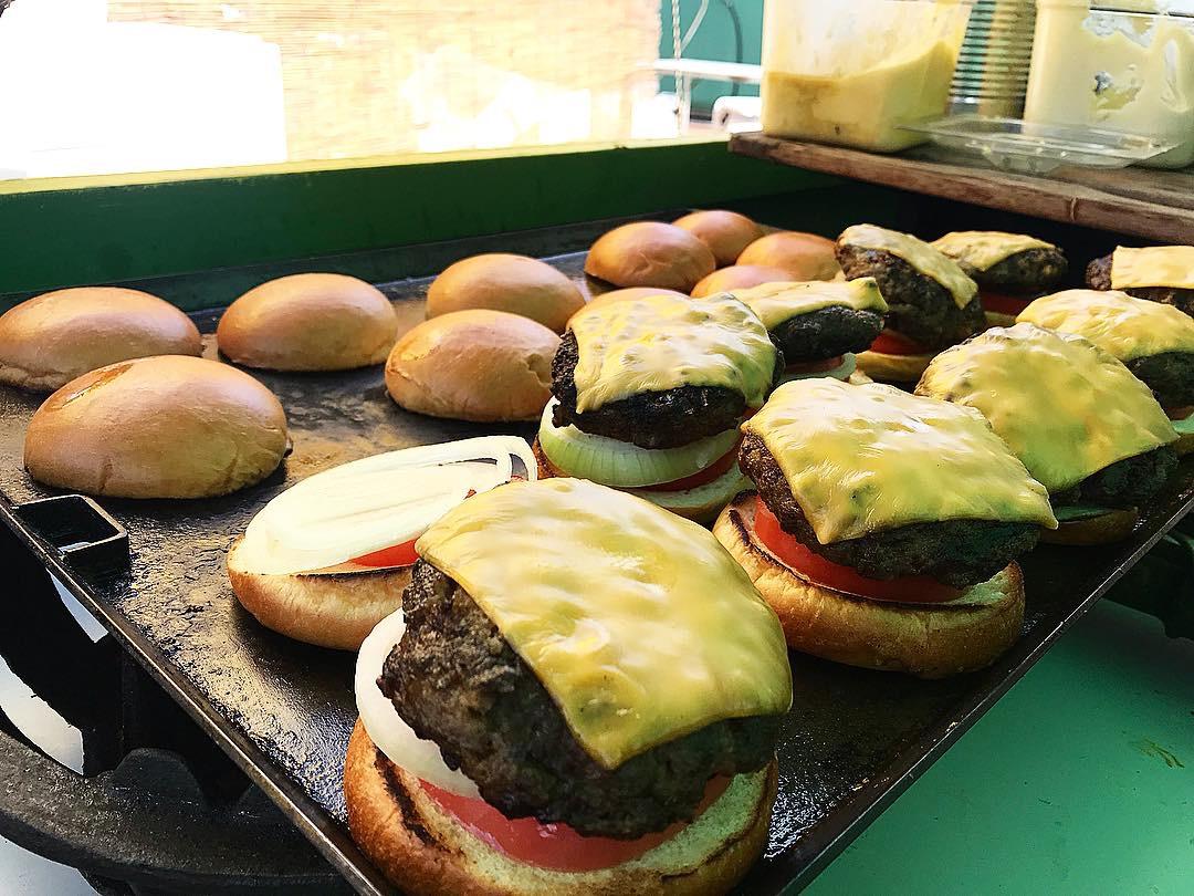 久米島産牛100%バーガー